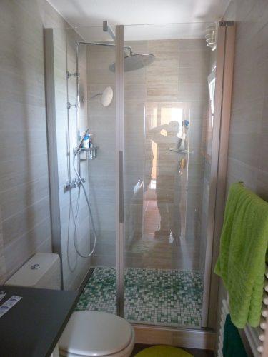 La même salle de bains, après