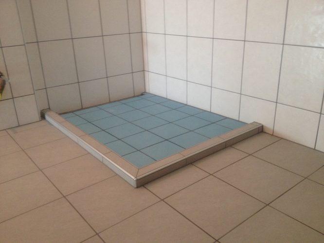 Bac de douche avec muret
